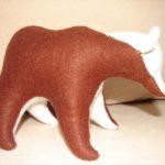 М'яка іграшка - ведмідь. Зовнішній матеріал - фетр, наповнювач - вовна. Автор: Ганна Шпілька. 2008
