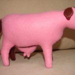 М'яка іграшка - корова. Зовнішній матеріал - фетр, наповнювач - вовна. Автор: Ганна Шпілька. 2009