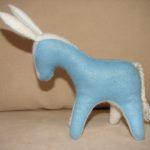М'яка іграшка - віслючок. Зовнішній матеріал - фетр, наповнювач - вовна. Автор: Ганна Шпілька. 2008