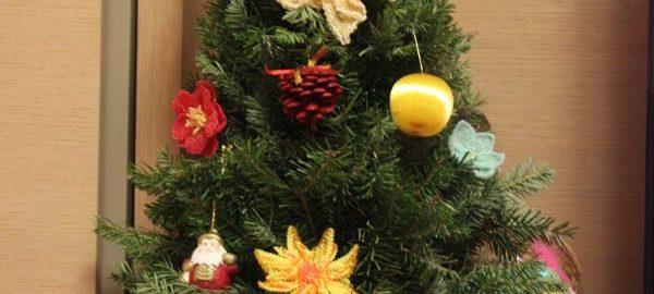 Ялинка, декорована квітами з бісеру. Автор: Тетяна Поліщук. 2012