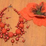 Намисто й квітка в волосся для дружки нареченої. Автор: Неля Жадан. 2013